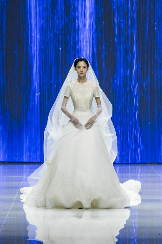 Song of Song×MAYING中国国际时装周闭幕秀走进优雅极简之美