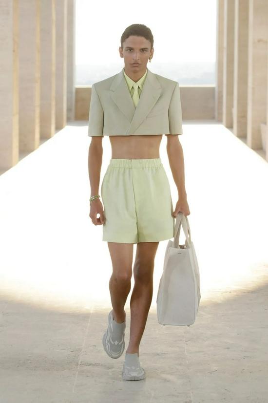 超短裤是2022年成为终极潮男的诀窍吗?