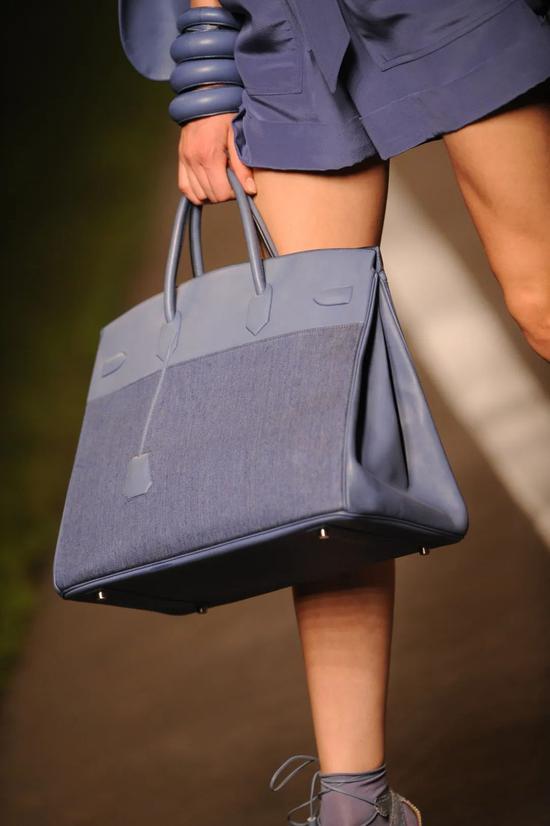 """通过努力买自己喜欢的包 不愧是""""姐姐们"""""""
