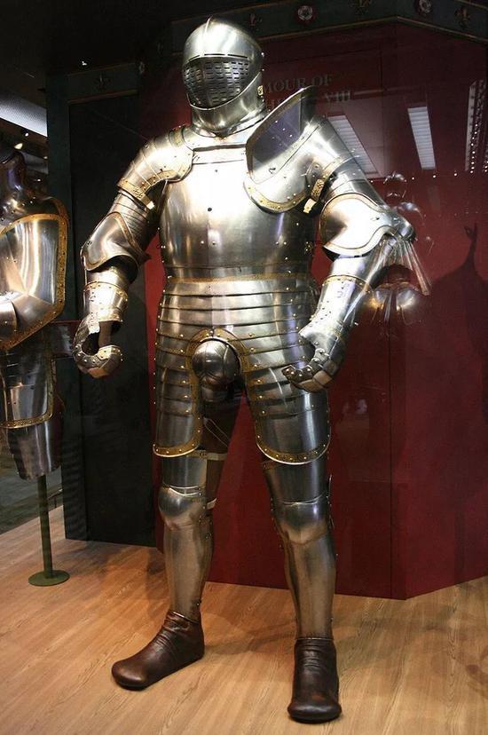 ▲ 亨利八世在 1540 年左右使用的盔甲