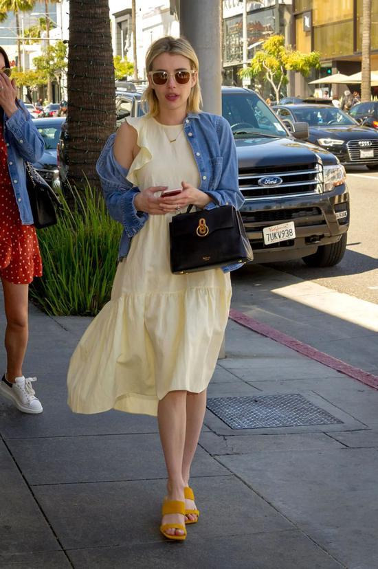 Emma Roberts爱不释手的包包 都什么牌子的