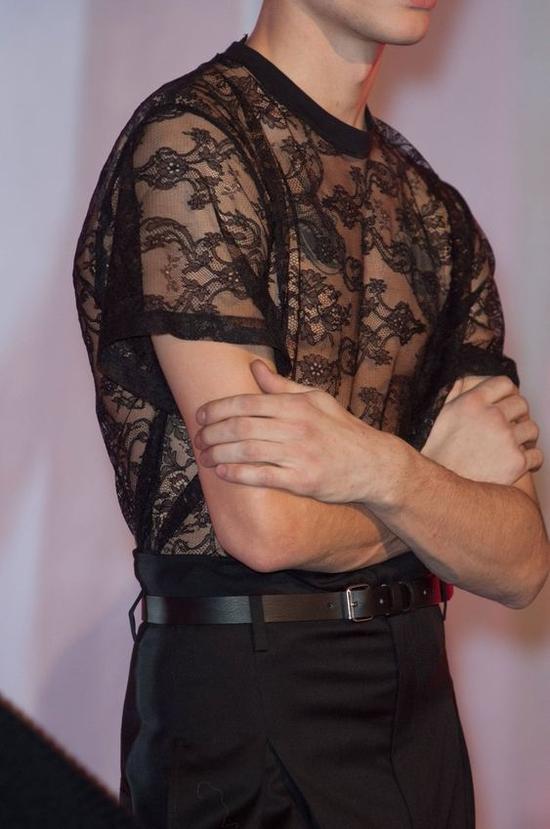 谁说只有女生穿蕾丝 男生穿的魅力你想象不到