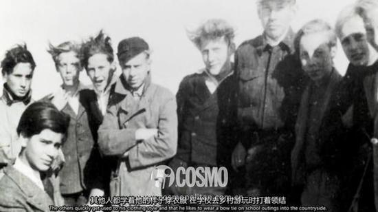 Karl Lagerfeld(左一)