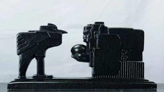 ▲《仙鹤生蛋》花岗岩 48cm×14cm×21cm 1980年