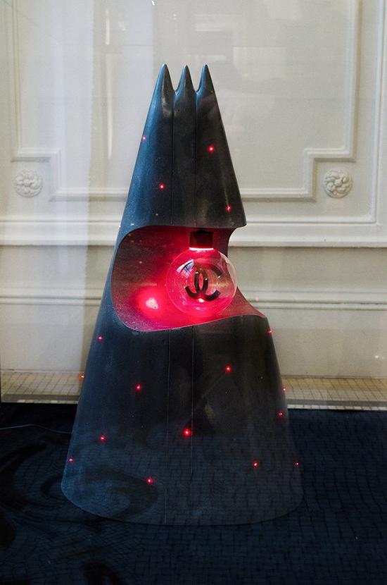 Chanel圣诞树 图片来源:WWD