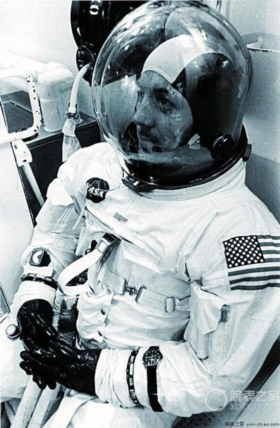 阿波罗航天员将手表带在航天服外