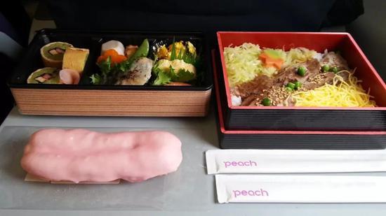任牛扒、龙虾多美味,经常被网友夸赞的始终是新加坡国菜海南鸡饭。