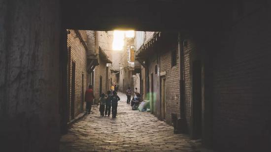 ▲黄昏前的喀什老城,总是一步黑暗一步光明