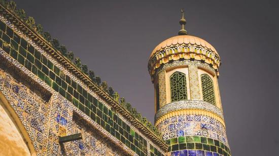 ▲喀什的香妃墓,精美的彩色瓷砖