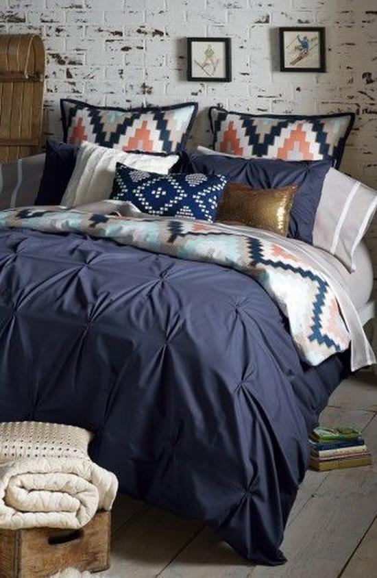 印花与深蓝色床品相呼应 图片源自shop.nordstrom.com