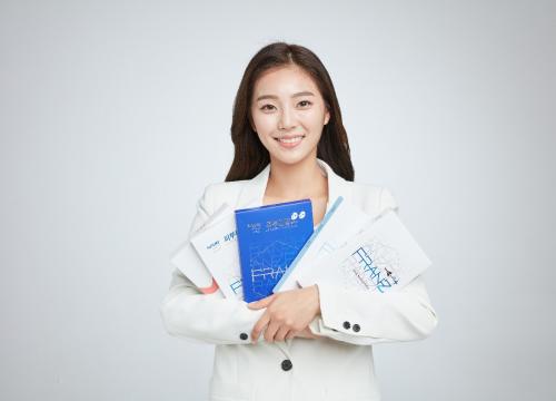 李彩恩担任韩国高端科技护肤品牌FRANZ肤澜滋代言人