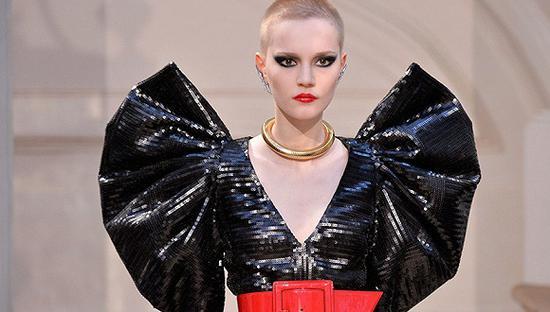 不止有美妆和香水 圣罗兰将加码女装成衣业务