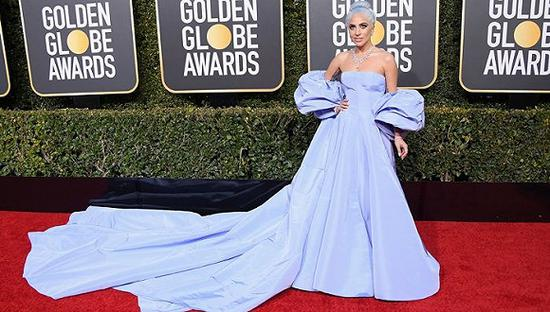 Lady Gaga在2019年金球奖红毯 图片来源:pinterest