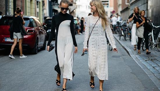 Hermès Oran sandals是今夏街拍爆款单品 图片来源:The Luxury Closet