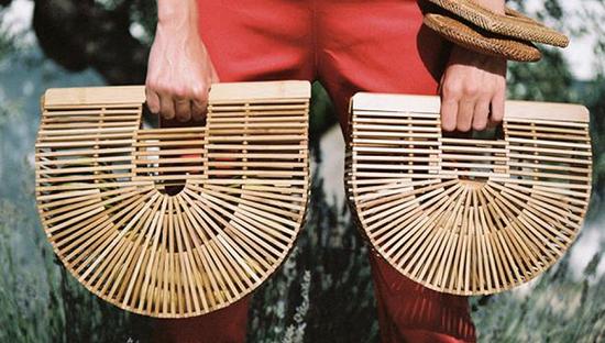爆款竹编包和珍珠包设计专利都握在一位神秘广东女子手中|手袋|爆款|竹编包