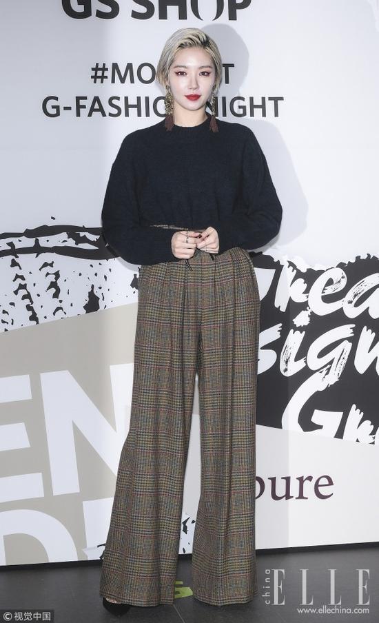 """这个秋天 刘雯给你示范""""毛衣+阔腿裤""""怎么穿"""