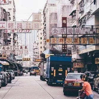 """那便是被称为香港""""贫民窟""""的深水埗(甚至还穷过天水围)。"""