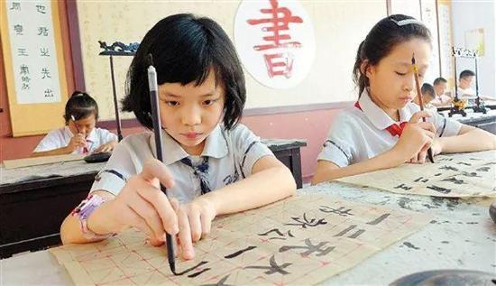 少年强则中国强!练习书法从娃娃抓起