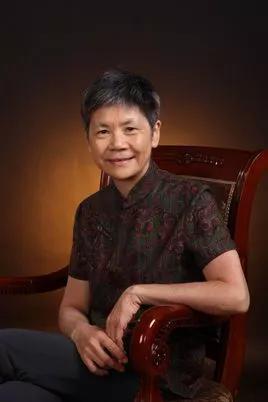 扬之水,原名赵丽雅,浙江诸暨人,1954年生。
