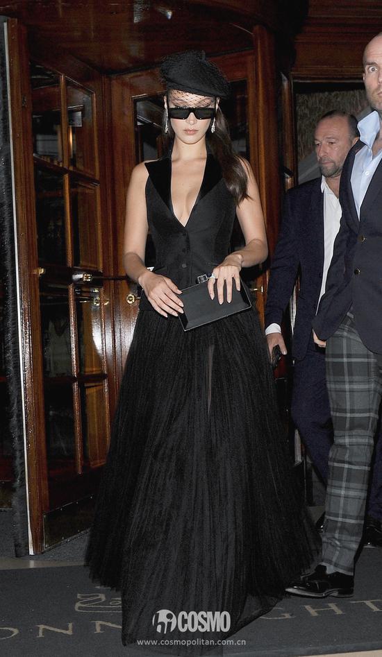 Bella Hadid身着Dior高定