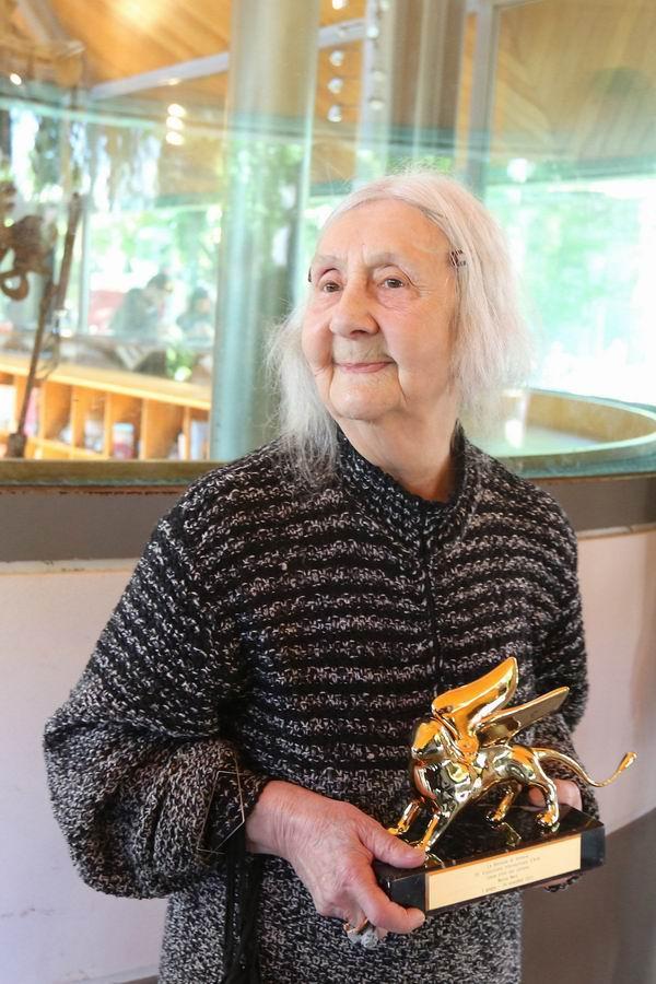 2013年,玛丽莎·梅尔兹接受威尼斯双年展金狮奖终身成就奖