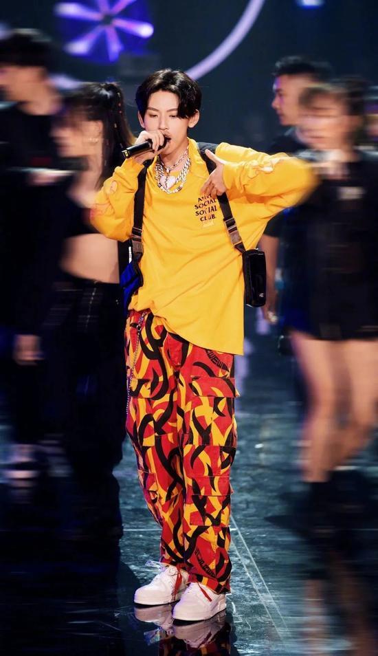 """火遍时尚圈的""""大佬裤"""" 你还不了解下"""