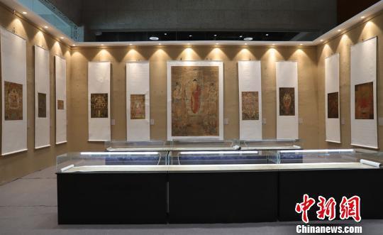 """9月2日,""""'到世界找敦煌'――敦煌流散海外精品文物复制展""""正在甘肃敦煌国际会展中心展出。这些原作收藏于大英博物馆、英国国家图书馆、法国国家图书馆、法国巴黎吉美博物馆等海外收藏机构。"""