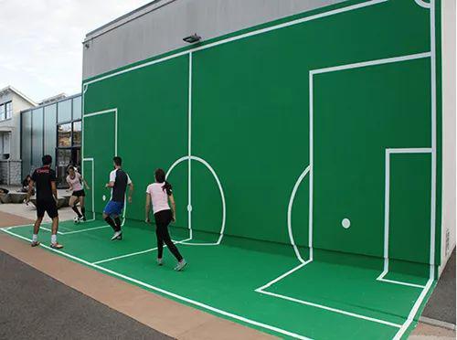 看似是个删减版的足球场,实际上是训练空间感和轻功的场地