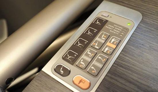 这套办公桌内部配有一套液压系统,所以任何部位都能进行单独调节。