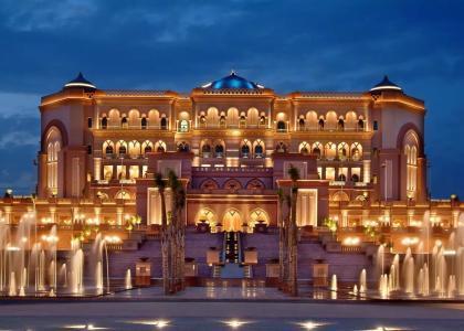 40吨黄金建成世界最豪华八星级酒店 一年工资只够住一晚!