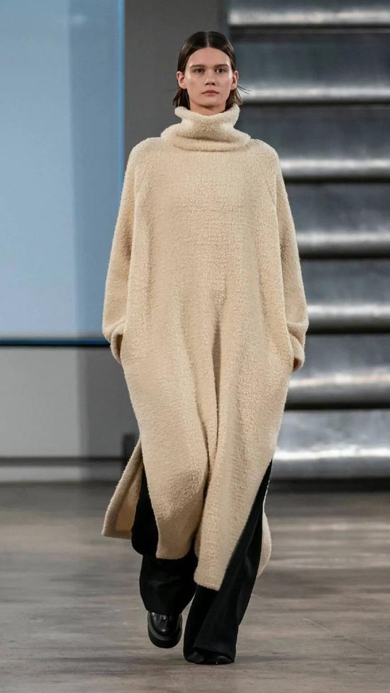 2020年秋冬流行色 黑黄皮穿也能白成一道光