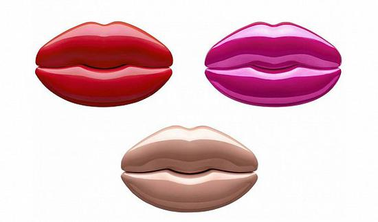 卡戴珊又有新话题:嘴唇形状的香水可还行?