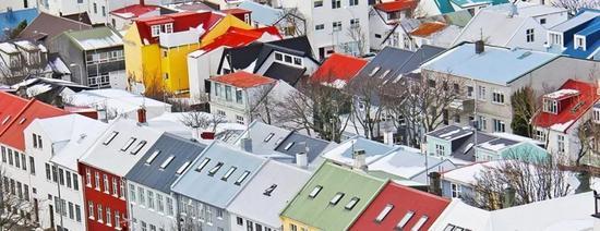 事实上,常年缺乏日照的北欧热爱浓烈的色彩