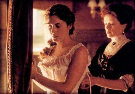 《泰坦尼克号》中Rose所穿的束身衣