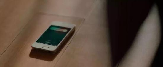 和于扬热恋的时候,她换成了 iPhone4