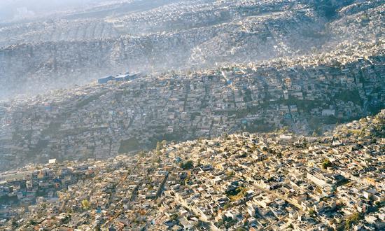 俯瞰巨大的墨西哥城区