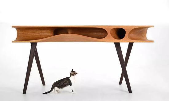 设计师阮昊设计的一款猫桌