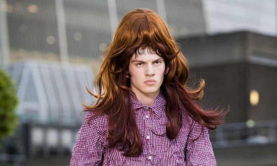 秃顶美少女们别热衷买包了 节省钱买假发吧