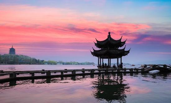 西湖 图片来源自Pinterest@ Meg