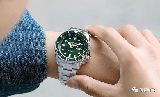 劳力士绿水鬼带火绿色 5款精工绿腕表推荐