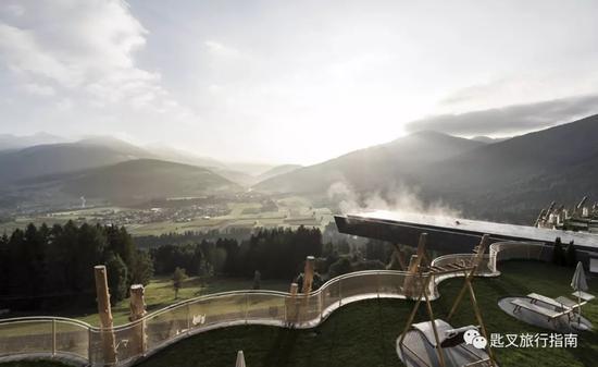 这可能是全意大利, 甚至全世界最具标志性的泳池之一。