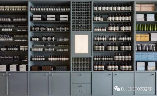 位于墨尔本Fitzroy的Aesop新店以柔粉、嫩绿和黄铜材质融合,温柔治愈。
