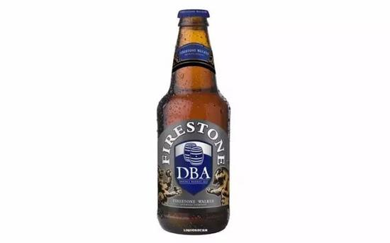 这款啤酒的啤酒花比较多,但是口味清淡、纯净,适合搭配各种食物。