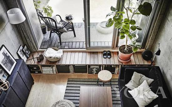 阳台到客厅设计做高的玄关,背面是储物空间 图片来自宜家家居