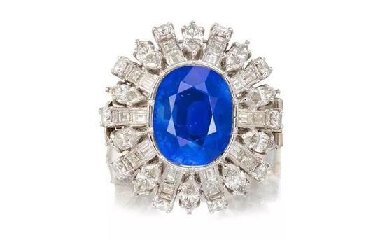 主石为12.92ct枕形切割克什米尔蓝宝石