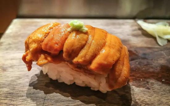 海胆握寿司,对寿司师傅的功力是一大考验?