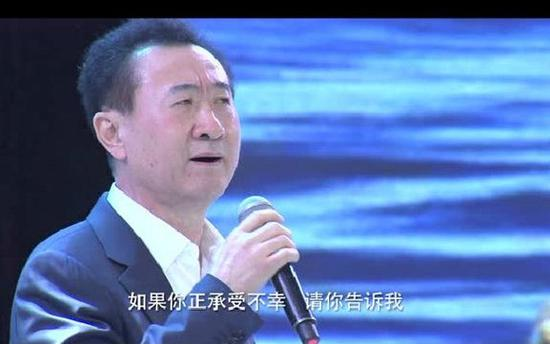 老王唱歌的时候表情非常到位