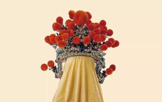 清 绿色缎串玻璃珠龙蝶花纹带杏红绒球夫子盔