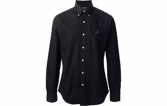 ●Polo Ralph Lauren 的黑色衬衫上有白色的纽扣点缀,有点可爱。