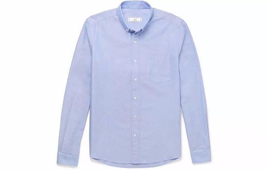 ●AMI的经典牛津布衬衫,色调温柔,剪裁是贴心的 Slim-fit。